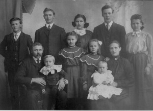 Henry and Mary VonLanken and family 1905