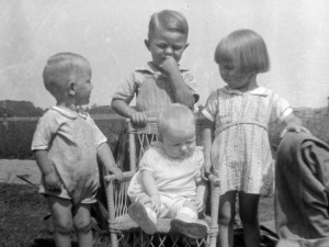 4 siblings around 1939